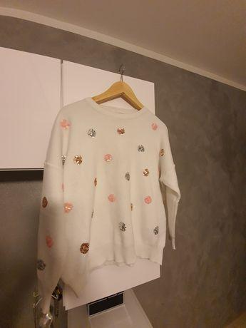 Sweter z cekinowym ozdobami