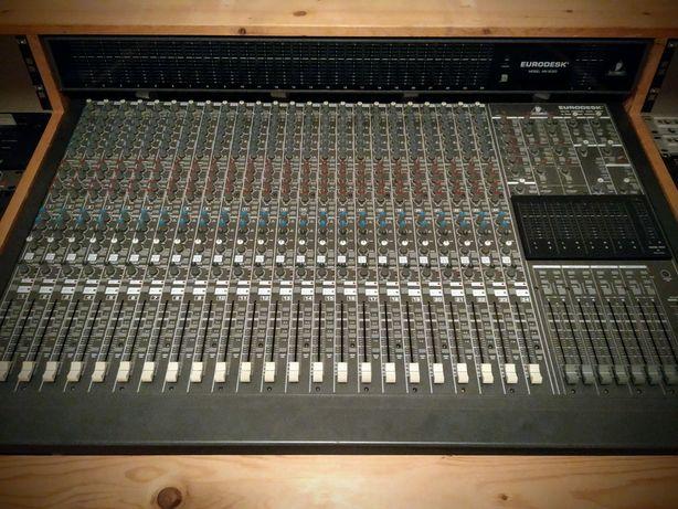 Behringer Eurodesk MX8000 24/48, 2 Patch bays c/cabos e studio desk