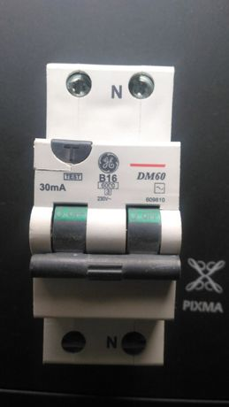 Wyłącznik różnicowoprądowy z zabezpieczeniem nadprądowym DM60.