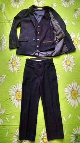 Школьный костюм тройка для мальчика 8-9 лет