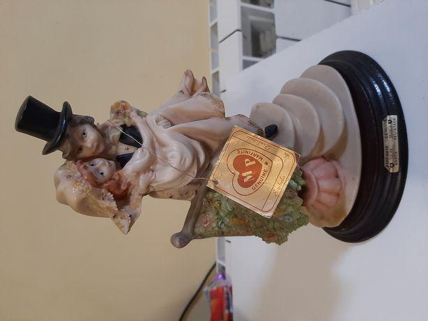 Estatueta em Marfinite.