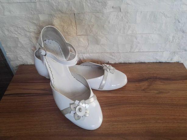 Buty komunijne 35 dziewczęce buty do Komunii białe baleriny czółenka