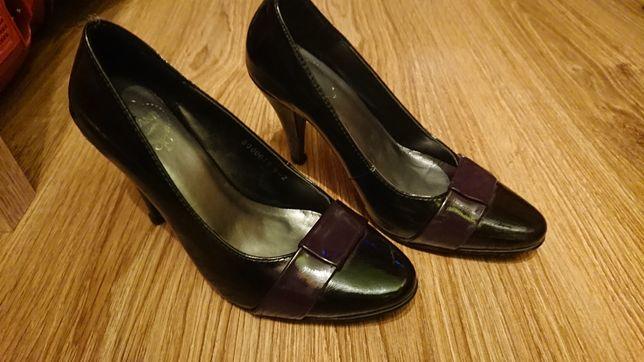 Buty na szpilce półbuty