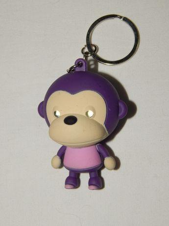 Звуковой брелок фигурка обезьянки. Светятся глаза.