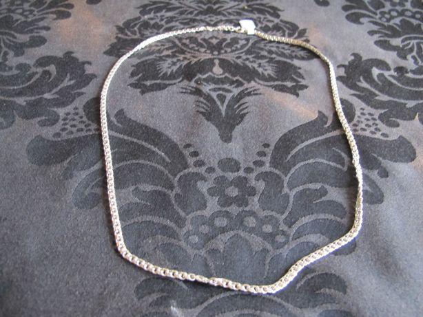 Fio em prata com malha muito original e muito trabalhada