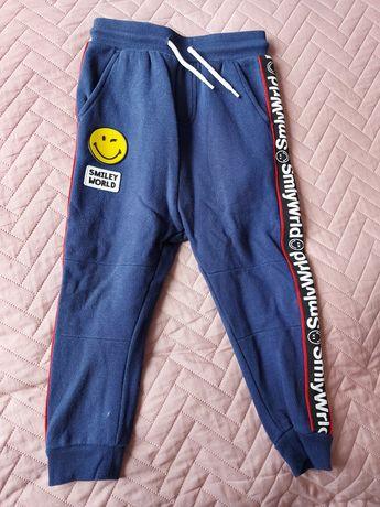 Spodnie dresowe smaily