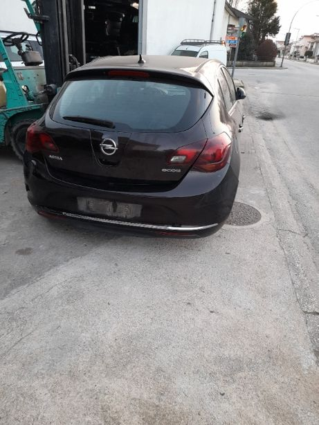 Opel Astra J para peças