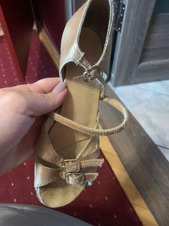 Тацевальние туфли для девочки