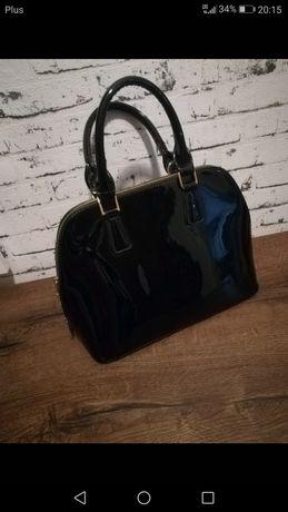 Śliczna czarna torebka