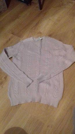 Sweter pudrowy warkocz