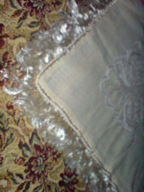 Платок белый с бахрамой,очень старинный,с красивой вышивкой