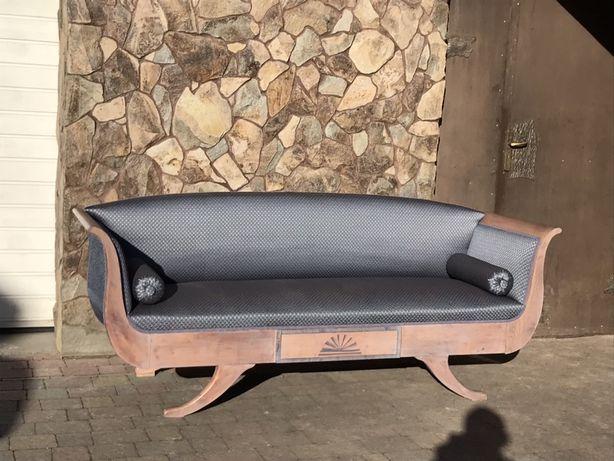 Старовинна софа