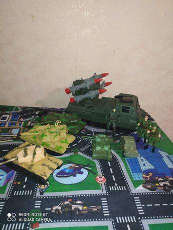 Танки, военный транспорт