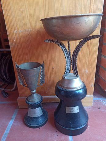Taças troféu antigas em casquinha e metal com placa gravada