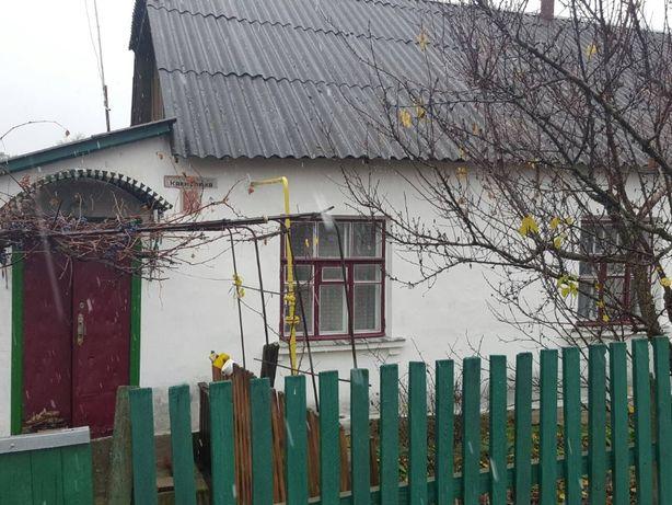 Продається більша частина будинку (2/3) в м. Малин. ТОРГ!