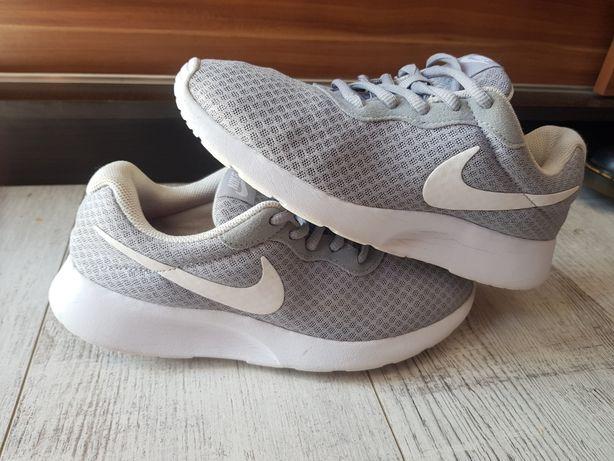 Buty Nike Tanjun r38.5 Okazja
