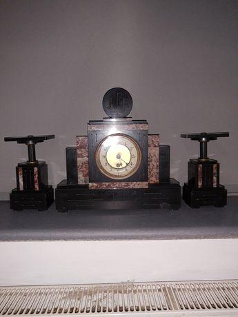 Stary zegar z marmuru