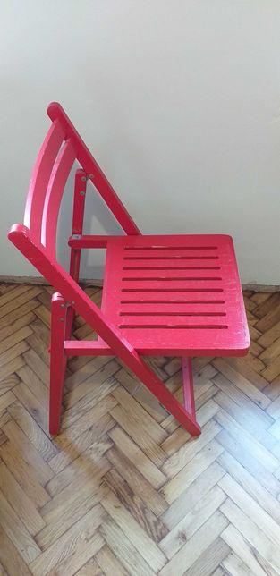 Czerwone krzesło składane Terje Ikea.