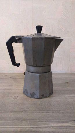 Продам гейзерную кофеварку