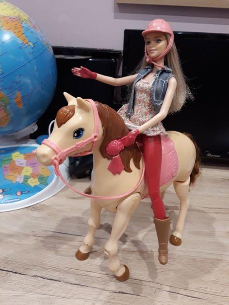 Barbie dżokejka Z CHODZĄCYM KONIEM