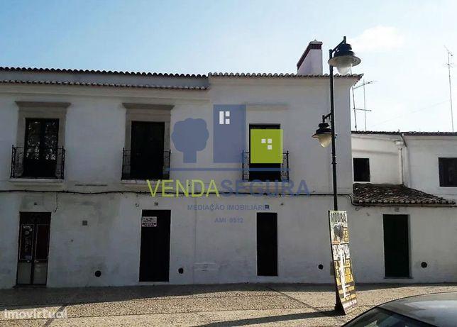 Prédio urbano destinado a serviços | Centro da Cidade | Moura