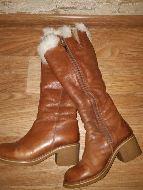 Продам 2 пары зимней женской обуви