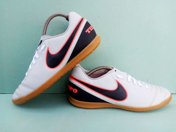 Залки футбольные футзалки бампы сороконожки Найк Темпо Nike tiempo