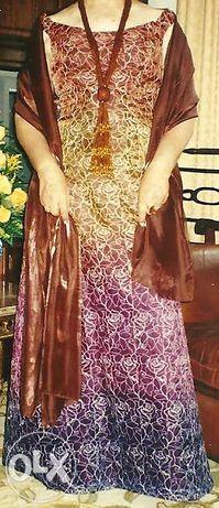 Vestido de Cerimónia em tons degradé com écharpe em seda