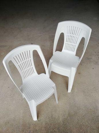 Cadeira de plástico para o seu jardim ou esplanada