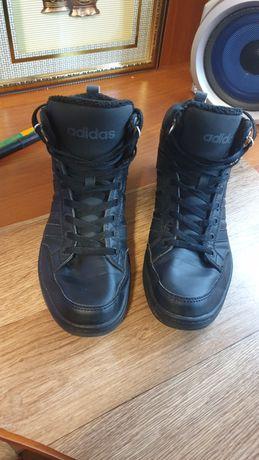 Ботинки Adidas почти новые