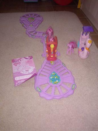Pociąg My Little Pony i łabędzia łódka