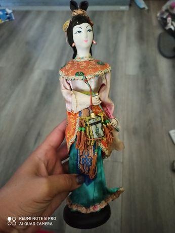 Интересная интръерная кукла в кимоно