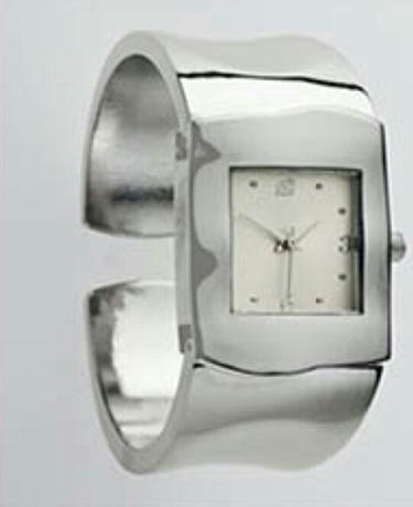 Продам часы-браслет Ив Роше