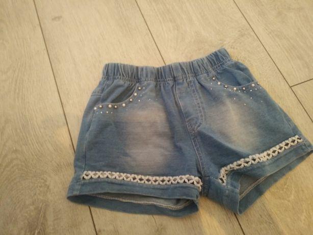 Krotkie jeansowe spodenki dla dziewczynki