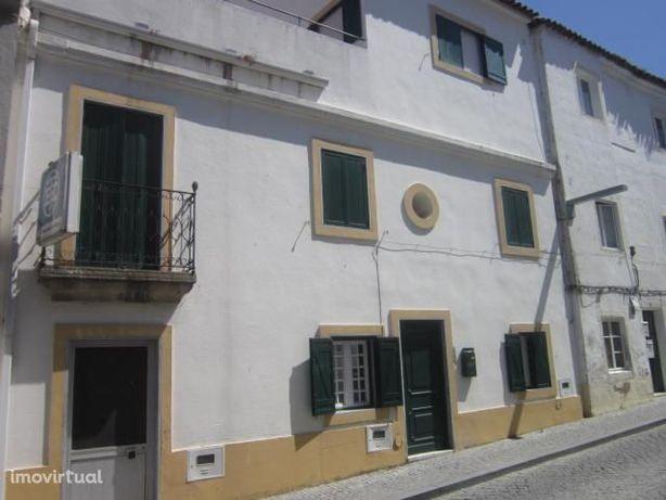 Arraiolos (centro histórico) Moradia V5, 3 pisos, terraço último piso