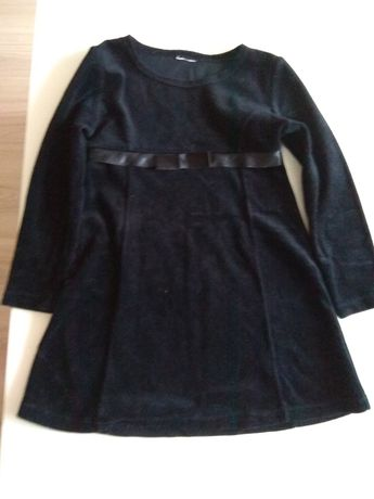 Czarna sukienka welurowa