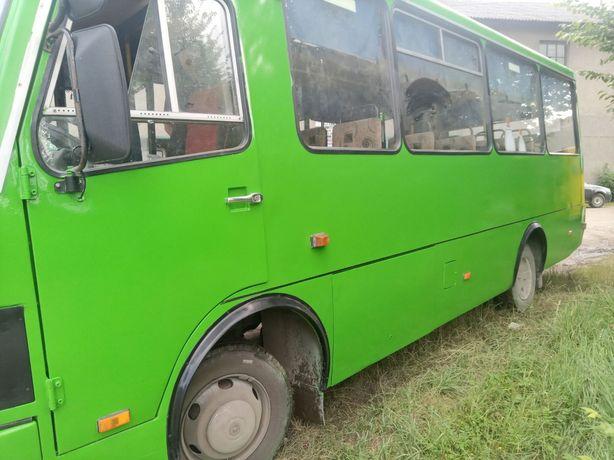 Автобус еталон2014ро  з заводу зроблений для перевезення інвалідів