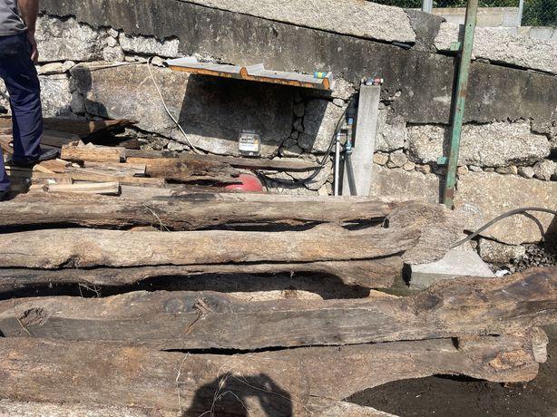 Traves em madeira centenarias
