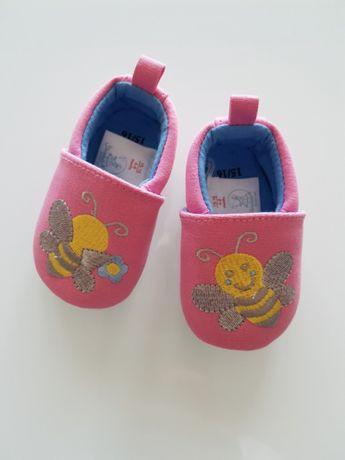 Buty, kapcie niemowlęce, nowe. Rozmiar 16
