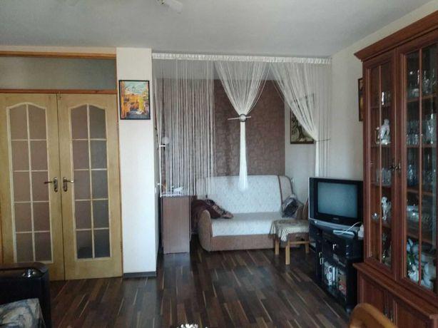 Дзержинского 1-комнатная 4/9 укомплектована, дом 2. Цена 20000 торг