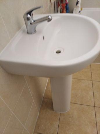 Umywalka łazienkowa z nogą