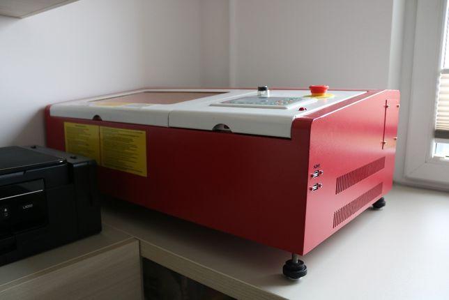 Ploter laserowy polskiej firmy, solidny, mały, nabiurkowy