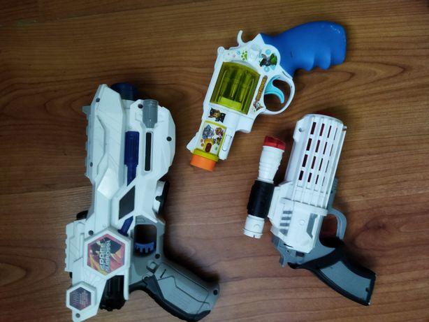 Роботи, трансформери, пістолети