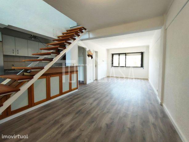 Maravilhoso T3 Duplex em Telheiras