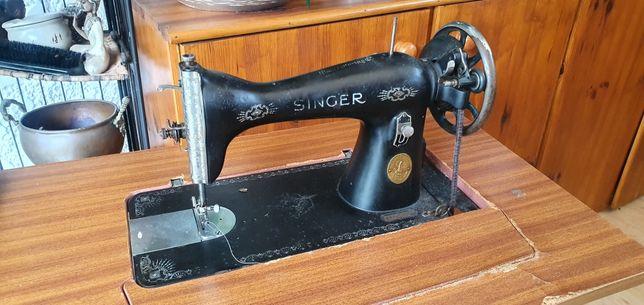 Máquina costura Singer a funcionar