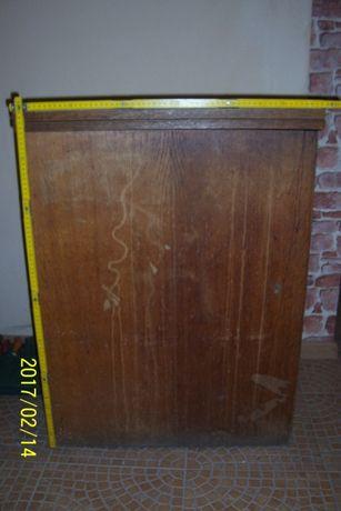 Drewniana szafka po maszynie