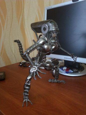 техноар фігура чужой з болтів і гайок