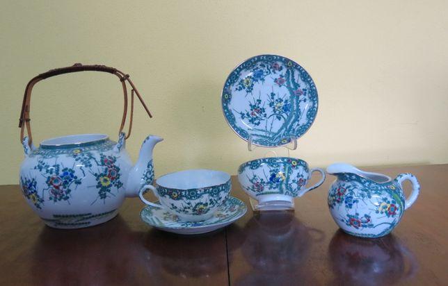 Conjunto bule+leiteira+2 chávenas e pires porcelana japonesa