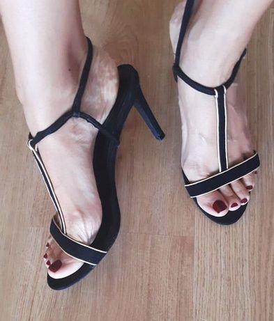 Sapatos pretos e dourados ZARA (como novos)