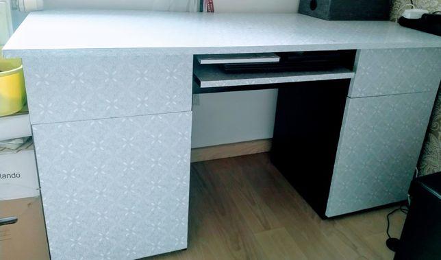 ZESTAW biurko komoda z szufladami i słupek na książki